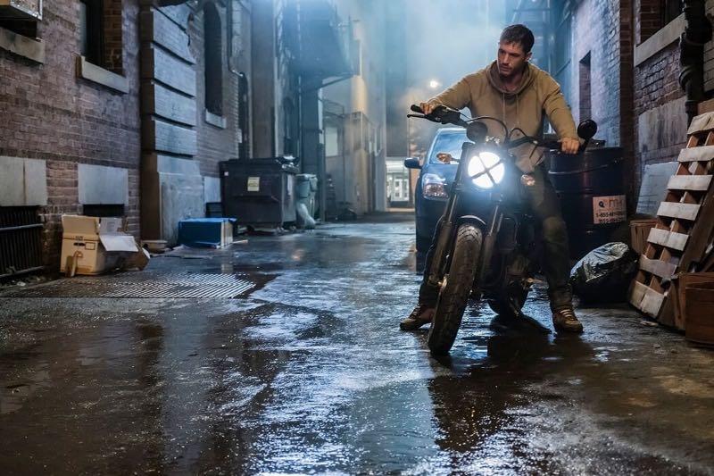 『ヴェノム』画像 バイク
