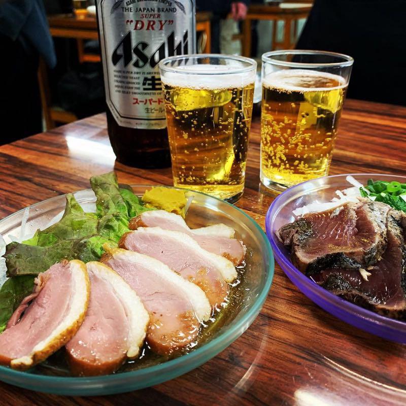 瓶ビールと鴨ロース、鰹のタタキ