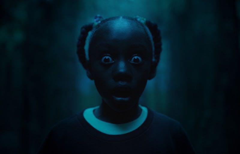 少女アデレードが鏡の館で自分そっくりの子に出会った時の顔