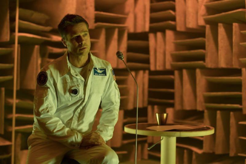 ブラッドピッドが火星で父親にメッセージを送るシーン
