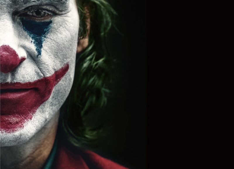 映画『JOKER』のジョーカーの顔面アップの写真