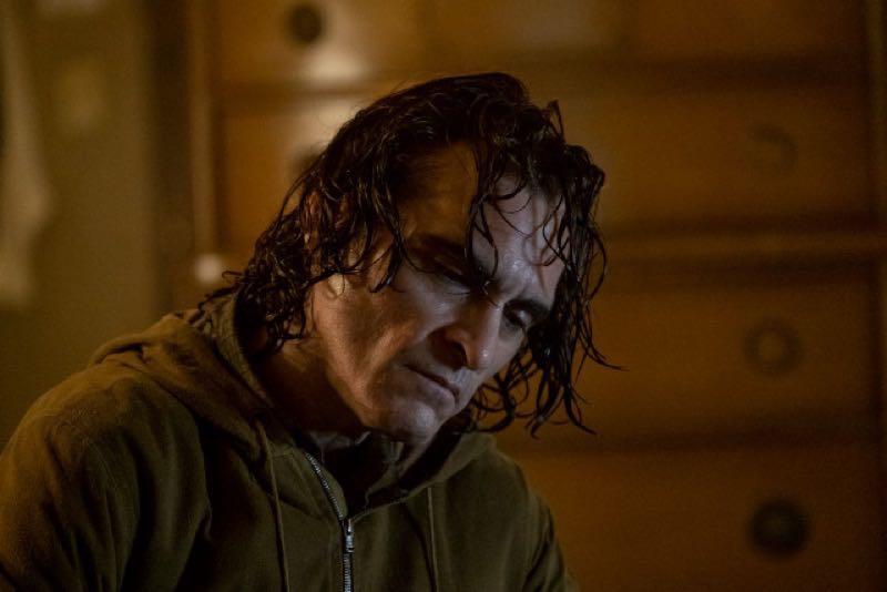 映画『JOKER』にて濡れた髪のホアキンフェニックス