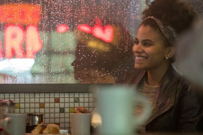 映画『JOKER』より、カフェで談笑するザジービーツ