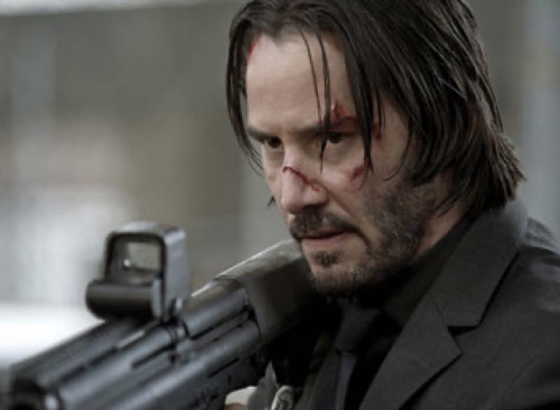 『ジョン・ウィック』重火器を持ったジョン・ウィック